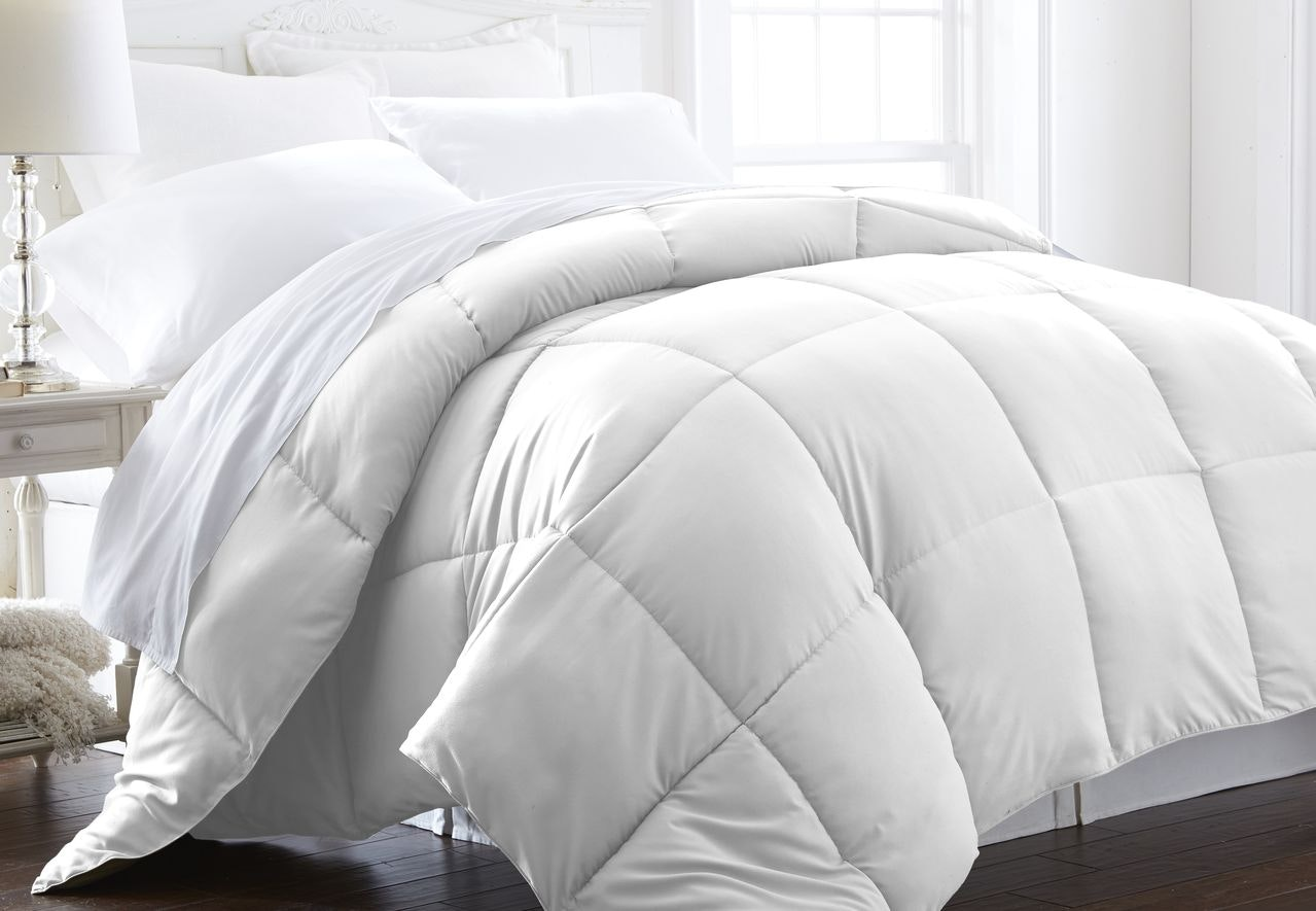 Luxury Linens™ Premium Super Plush Over Filled Down Fiber Comforter - King/CalKing - White